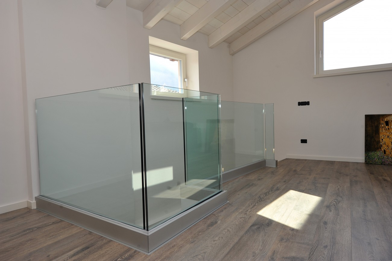 vetreria gottardi, parapetto, parapetto vetro, vetro, parapetto interno, parapetto scala