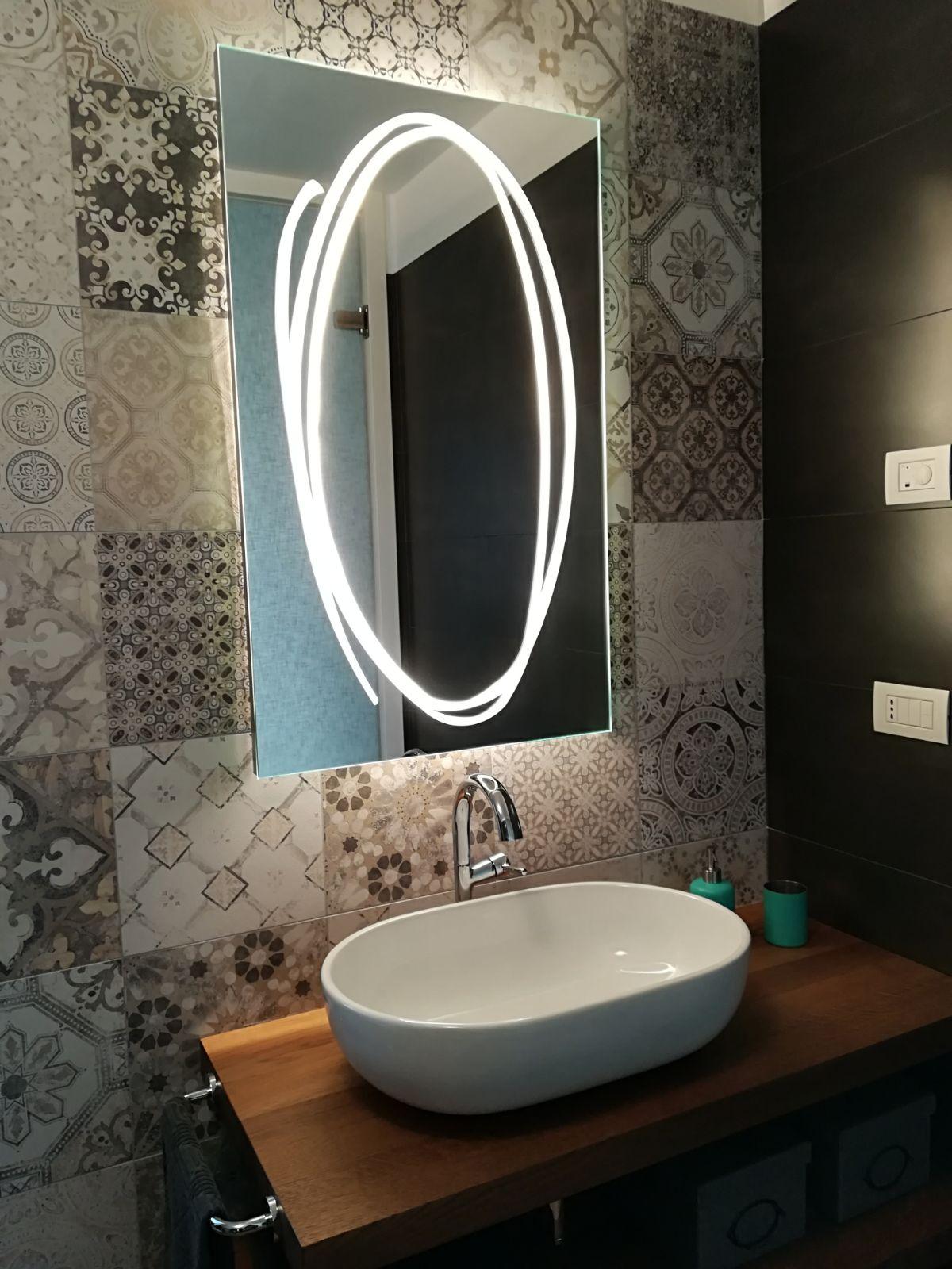 vetreria gottardi, specchio, led, sabbiatura, specchio con led, bagno, design, top bagno, vetro
