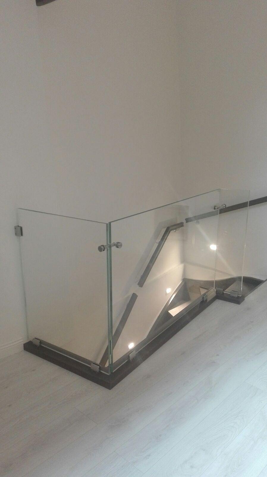 vetreria gottardi, parapetto, parapetto vetro, vetro, parapetto interno, parapetto scala, parapetto a vista, verniciatura, verniciato nero, borchie