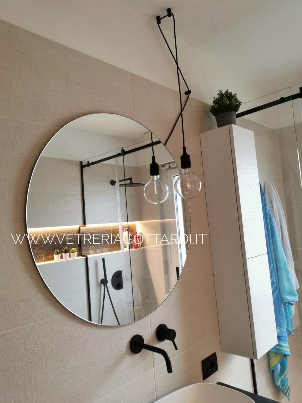 vetreria gottardi, specchio, specchio tondo, specchio rotondo, led, sabbiatura, specchio con led, bagno, design, top bagno, vetro